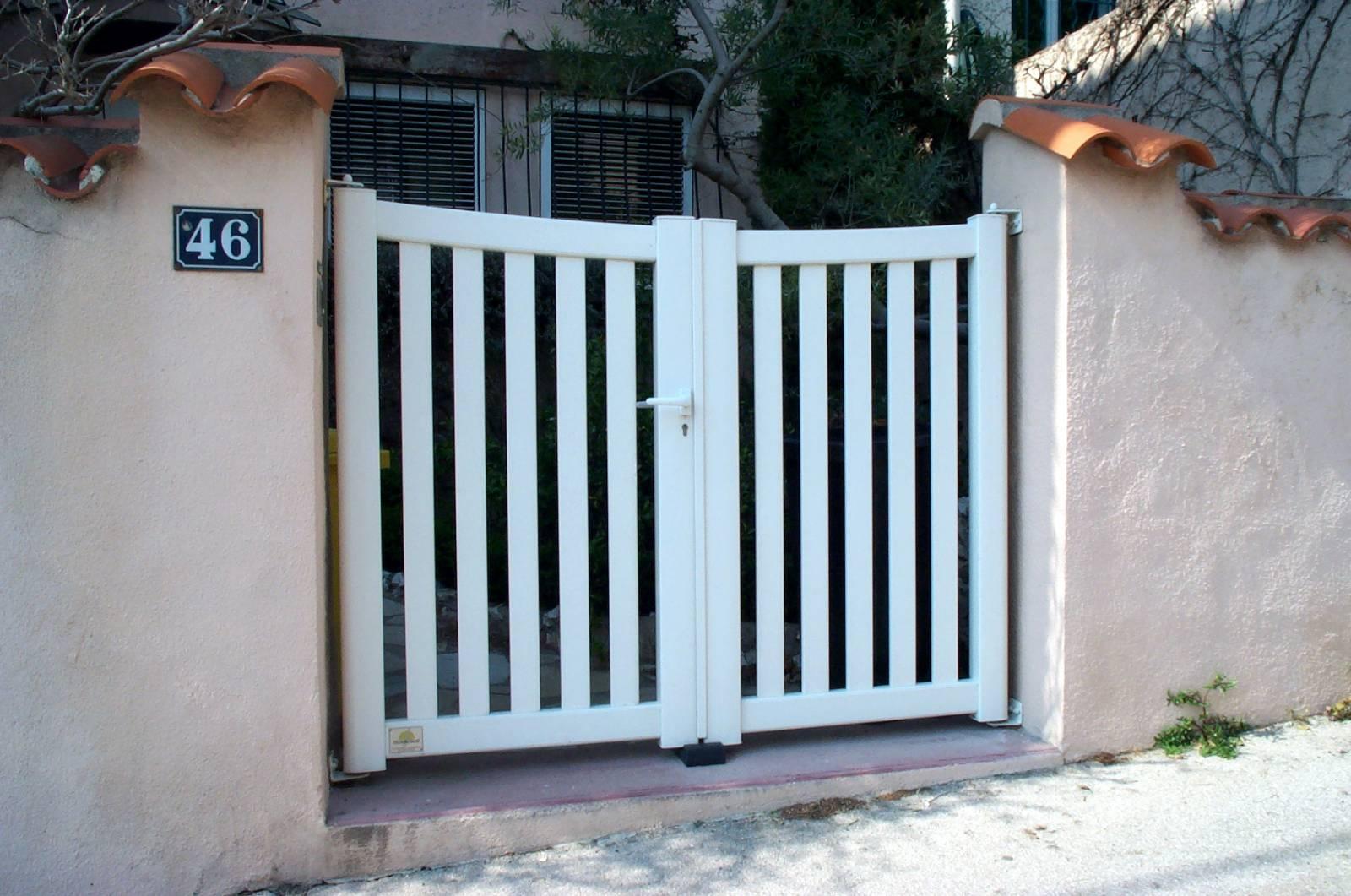 Pose de portail battant aluminium gamme c page marseille automatismes portail porte de for Pose portail aluminium battant